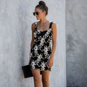 NWOT black lace floral embroidered VICI dress